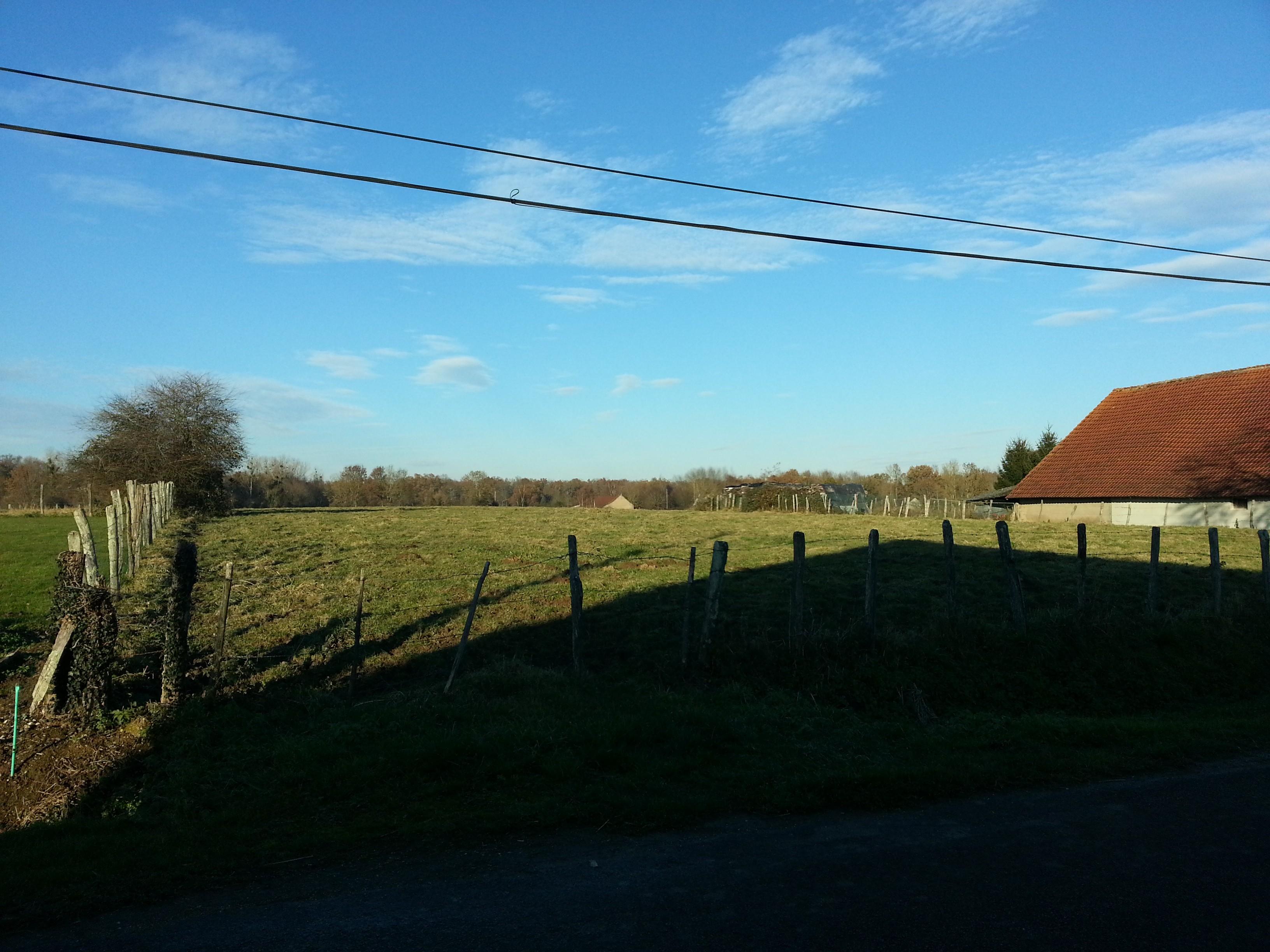 Terrain constructible à Clux à vendre pour votre projet de construction de maison individuelle neuve RT 2012 avec bourgogne bâtir